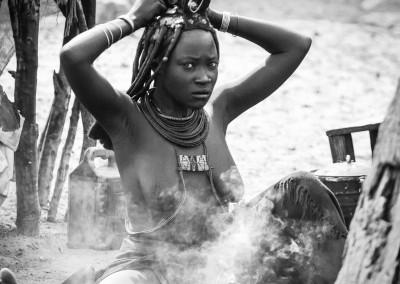 bagno di fumo Himba, Namibia