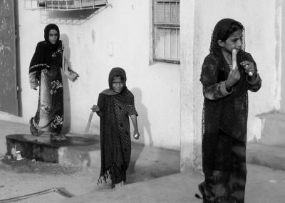 bimbe in villaggio omanita, Oman