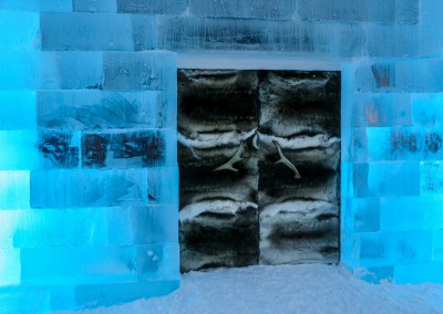 ice hotel entrance, Lapponia, Svezia