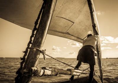 pescatori in barca a vela, Mozambico