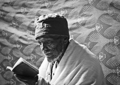 uomo in preghiera, Lalibela, Etiopia