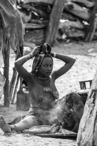 Bagno di fumo Himba, Namibia del nord, Andrea Mazzella, Serie Nam 2008/02