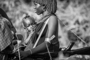 Milk and kalashnikov Valle dell'Omo, Etiopia del sud, Andrea Mazzella, Serie Eti 2011/02