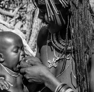 Milk mum... please, Donna Muwacana; Confine AngolaNamibia, Andrea Mazzella serie Ang 2007/01