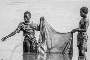 Pesca nel fiume Mushilashi, Zambia orientale, Andrea Mazzella, Serie Zam 2008/01